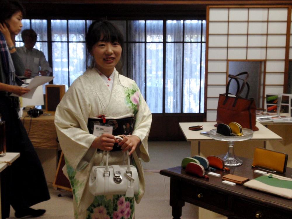 会期中、華やかな着物で受付を務めて下さったお姉さんをモデルにコッコローネを…。